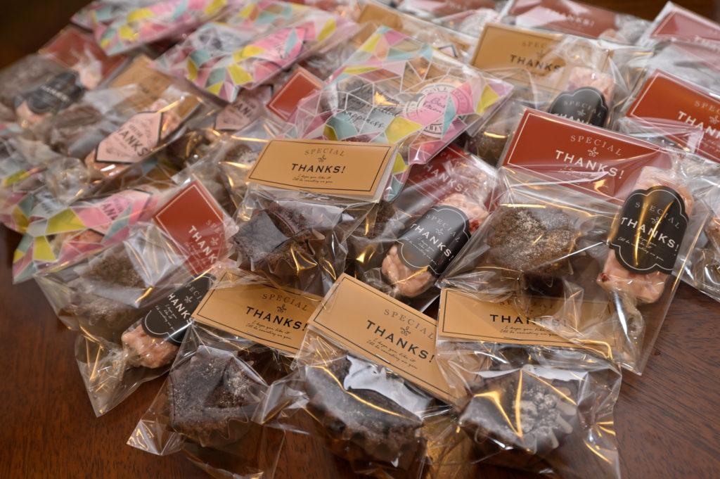 個包装されたヴァレンタインの手作りクッキー